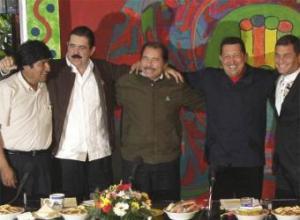 De izquierda a derecha, el boliviano Morales, el hondureño Zelaya, el nicaragüense Ortega, el venezolano Chávez y el ecuatoriano Correa.- AP